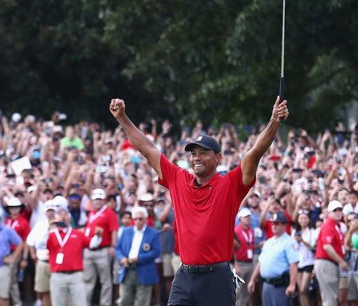Một CEO bỏ ra 75 ngàn đô la để được làm caddie cho Tiger Woods