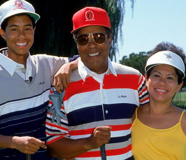 Khi 3 tuổi, Tiger Woods hoàn thành 9 hố golf với 48 gậy. Còn bạn thì sao?