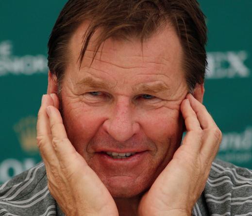 Nick Faldo nhận đủ 'gạch xây nhà' từ fan Mỹ khi bình luận thiếu tích cực về Tiger Woods tài vòng 4 Masters.