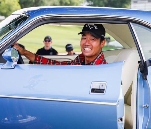 Vô địch Charles Schwab, Kevin Na tặng thưởng chiếc xe Dodge Challenger 1973 cho caddie