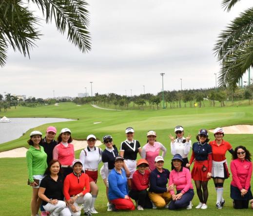 Muốn gia đình hạnh phúc hơn, hãy để vợ chơi golf