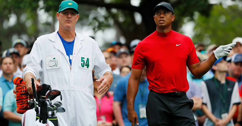 Sau khi dính 2 bogey liên tiếp, Tiger Woods đã được caddie giúp phá dớp bằng cách...đi toalet